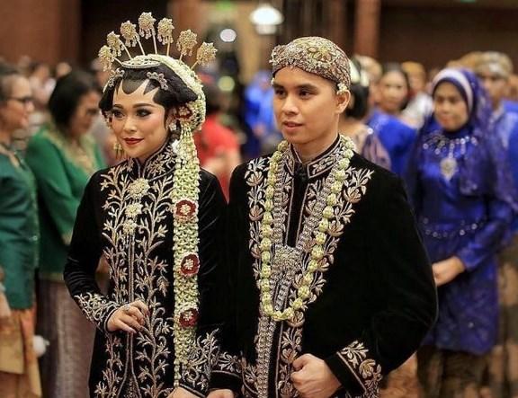 Jenis-Jenis-&-Ciri-Khas-Pakaian-Adat-Jawa-Timur
