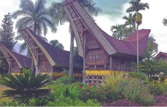 Rumah-Adat-Khas-Sulawesi-Selatan-&-Penjelasan